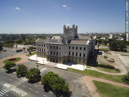 Northwest facade - Photos of Palacio Legislativo - Department and city of Montevideo - URUGUAY. Image #66680