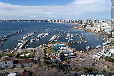Aerial view of the marinas of the port - Photographs of the port of Punta del Este - Punta del Este and its near resorts - URUGUAY. Image #66713