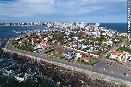 Aerial view of Artigas Rambla and El Pampero, El Faro and Capitán Miranda streets. - Photos of Peninsula de Punta del Este - Punta del Este and its near resorts - URUGUAY. Image #66703
