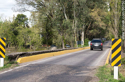 Bridge on Route 21 over the Las Víboras stream - Photos of rural area of Colonia - Department of Colonia - URUGUAY. Image #66750