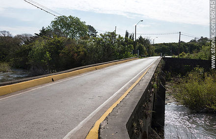 Bridge on Route 21 over the stream of the Vipers. Unique Path - Photos of rural area of Colonia - Department of Colonia - URUGUAY. Image #66745