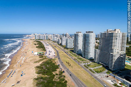 Aerial view of the Lorenzo Batlle Pacheco promenade over Brava beach and its towers. - Photographs of beaches of Punta del Este - Punta del Este and its near resorts - URUGUAY. Image #66842