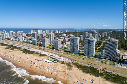 Aerial view of the Lorenzo Batlle Pacheco promenade over Brava beach and its towers. Roosevelt Ave. - Photos of promenades - Punta del Este and its near resorts - URUGUAY. Image #66847