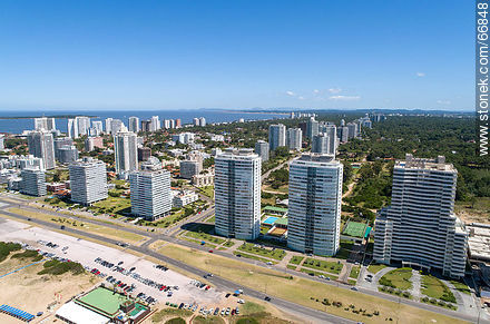 Aerial view of the Lorenzo Batlle Pacheco promenade over Brava beach and its towers. - Photos of promenades - Punta del Este and its near resorts - URUGUAY. Image #66848