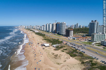 Aerial view of the Lorenzo Batlle Pacheco promenade towards the Peninsula - Photos of promenades - Punta del Este and its near resorts - URUGUAY. Image #66858