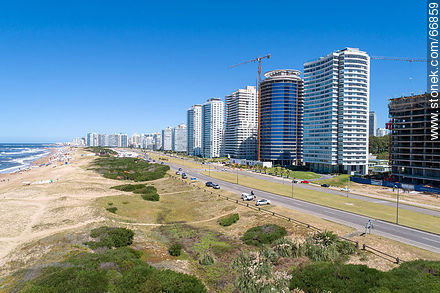 Aerial view of the Lorenzo Batlle Pacheco promenade over Brava beach and its towers. - Photos of promenades - Punta del Este and its near resorts - URUGUAY. Image #66859