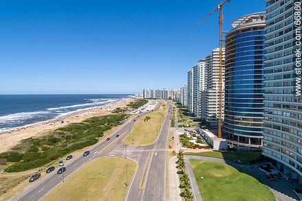 Aerial view of the Lorenzo Batlle Pacheco promenade towards the Peninsula - Photos of promenades - Punta del Este and its near resorts - URUGUAY. Image #66860