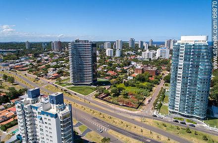 Aerial view of Artigas and Roosevelt Avenue towers - More photos of Punta del Este - Punta del Este and its near resorts - URUGUAY. Image #66870