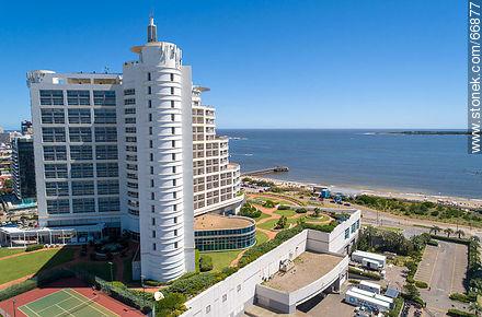 Rear aerial view of Enjoy Hotel (ex Conrad) - Photos of promenades - Punta del Este and its near resorts - URUGUAY. Image #66877