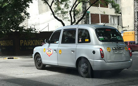 English Taxi TX4 in Montevideo - Extra photos of Montevideo. - Department and city of Montevideo - URUGUAY. Image #67080