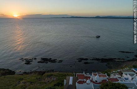 Vista aérea del sol poniente desde Casapueblo - Photos of Solanas and Casapueblo at Punta Ballena - Punta del Este and its near resorts - URUGUAY. Image #67133