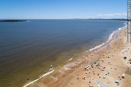 Aerial view of Mansa Beach and Gorriti Island - Photographs of beaches of Punta del Este - Punta del Este and its near resorts - URUGUAY. Image #67112