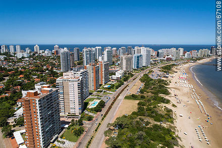 Aerial photo of the Rambla Williman on Playa Mansa - Photographs of beaches of Punta del Este - Punta del Este and its near resorts - URUGUAY. Image #67108