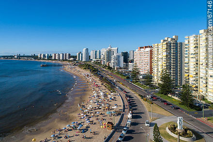 Aerial view of Parada 1 of Playa Mansa. Sculpture by Pablo Atchugarry - Photographs of beaches of Punta del Este - Punta del Este and its near resorts - URUGUAY. Image #67146