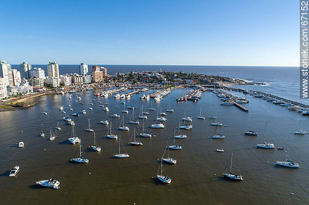 Aerial photo of the port of Punta del Este - Photographs of the port of Punta del Este - Punta del Este and its near resorts - URUGUAY. Image #67152