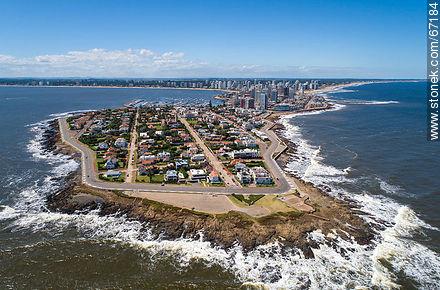 Aerial photo of the peninsula of Punta del Este - More photos of Punta del Este - Punta del Este and its near resorts - URUGUAY. Image #67184