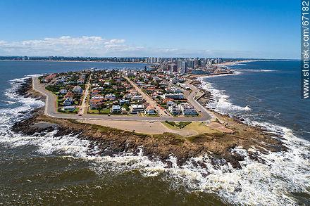 Aerial photo of the peninsula of Punta del Este - Aerial photos of Punta del Este - Punta del Este and its near resorts - URUGUAY. Image #67182