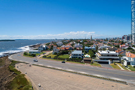 Aerial view of the southern end of the Rambla Artigas - Photos of Peninsula de Punta del Este - Punta del Este and its near resorts - URUGUAY. Image #67178