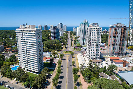 Aerial view of Roosevelt Avenue to the south - More photos of Punta del Este - Punta del Este and its near resorts - URUGUAY. Image #67202