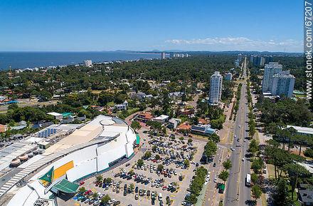 Foto aérea de Punta Shopping - More photos of Punta del Este - Punta del Este and its near resorts - URUGUAY. Image #67207