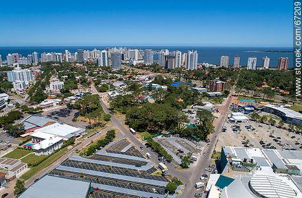 Parking lot of Punta Shopping and buildings of La Mansa, Brava and Peninsula. - More photos of Punta del Este - Punta del Este and its near resorts - URUGUAY. Image #67209