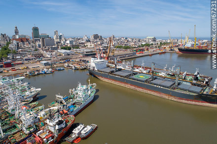 Aerial photo of the port of Montevideo with background of the Old City - Photos of the Port area - Port of Montevideo, URUGUAY. Image #67231