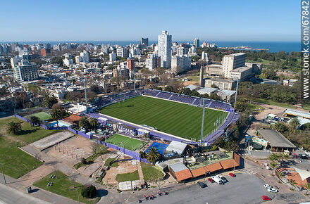 Aerial view of Rodó Park, Luis Franzini Stadium and Punta Carretas neighborhood Engineering Faculty - Photos of Parque Rodo and Playa Ramirez - Department and city of Montevideo - URUGUAY. Image #67842