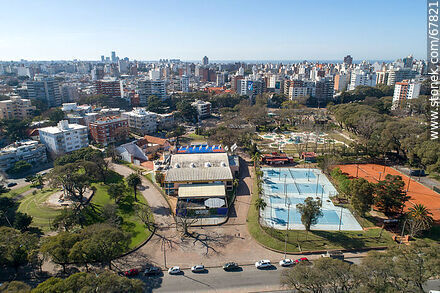 Aerial view of the paddle tennis courts, Club Defensor-Sporting and the children's area - Photos of Parque Rodo and Playa Ramirez - Department and city of Montevideo - URUGUAY. Image #67821