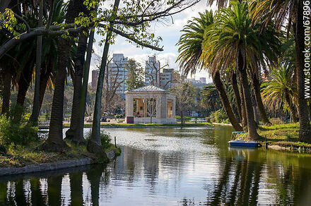 Lake of the park and its islands - Photos of Parque Rodo and Playa Ramirez - Department and city of Montevideo - URUGUAY. Image #67896