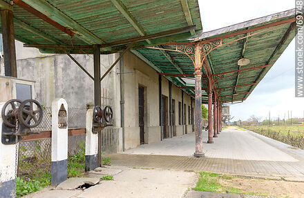 Florida Railroad Station. Passenger Platform - Photo of Florida city - Department of Florida - URUGUAY. Image #69748
