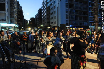 Artistic show on the week of the French speaking in Uruguay - Photos of Pocitos quarter - Department and city of Montevideo - URUGUAY. Image #29278