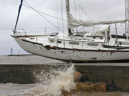 Photos of the hurricane on Aug 23, 2005 - Department and city of Montevideo - URUGUAY. Image #12695