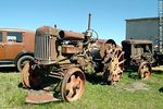 Foto #45658 - Rural antiques business. Antique tractors.