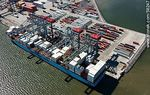 Foto #58247 - Aerial view of cranes at Terminal Cuenca del Plata in operation unloading containers from a freighter Maersk Line