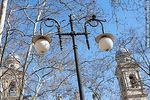 Foto #64853 - Ancient street lighting column and towers of the Metropolitan Cathedral