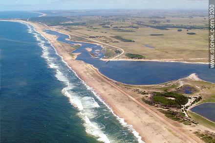 Atlantic ocean and Garzon lagoon - Photos of Jose Ignacio - Punta del Este and its near resorts - URUGUAY. Image #8200