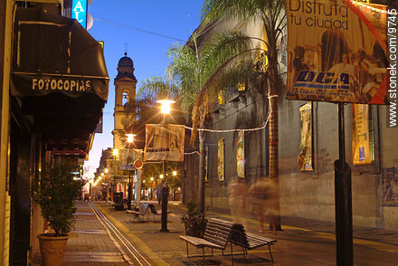 Photos of Sarandi and Bacacay pedestrian street at Old City - Department and city of Montevideo - URUGUAY. Image #9745
