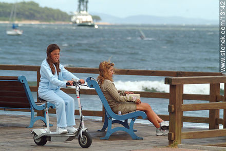 A scooter with a seat and an electric motor - Photos of promenades - Punta del Este and its near resorts - URUGUAY. Image #13142