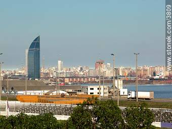View of Montevideo from Parque Capurro. Back, Antel Tower. - Photos of Capurro - Department and city of Montevideo - URUGUAY. Image #3809