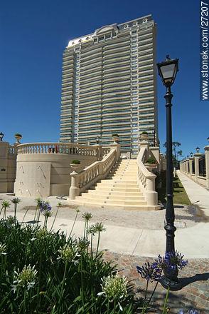 Le Jardin tower - Photos of promenades - Punta del Este and its near resorts - URUGUAY. Image #27207