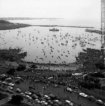 Puerto del Buceo from Panamericano Building (Caruso) - Photos of Old Montevideo - Department and city of Montevideo - URUGUAY. Image #6787