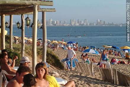 Enjoying the beach - Photographs of beaches of Punta del Este - Punta del Este and its near resorts - URUGUAY. Image #7982