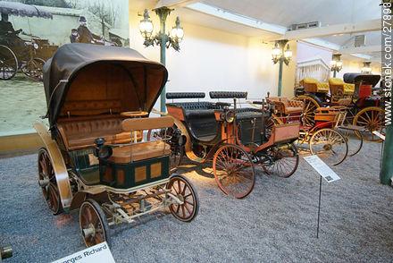 Georges Richard 1892, Peugeot 1894 - Photos of the Musée National de l'Automobile de Mulhouse - Region of Alsace - FRANCE. Image #27893