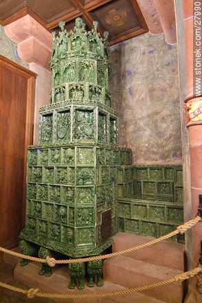 Majolica stove - Photos of the castle Haut-Koenigsbourg  - Region of Alsace - FRANCE. Image #27990