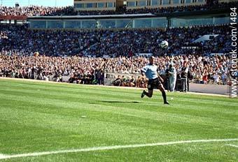 Regueiro - Photos of the Match Uruguay - Australia 2002 - URUGUAY. Image #1484