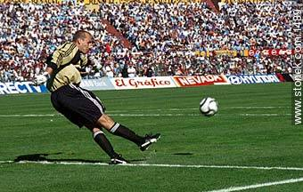 Photos of the Match Uruguay - Australia 2002 - URUGUAY. Image #1489