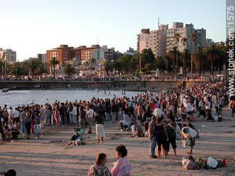 Photos of the celebration in the day of Iemanja - Department and city of Montevideo - URUGUAY. Image #1575