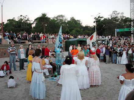 Photos of the celebration in the day of Iemanja, URUGUAY. Image #1586
