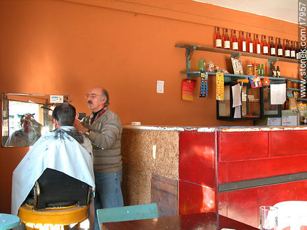 Bar and hairdressing - Photos of Empalme Olmos - Department of Canelones - URUGUAY. Image #17957