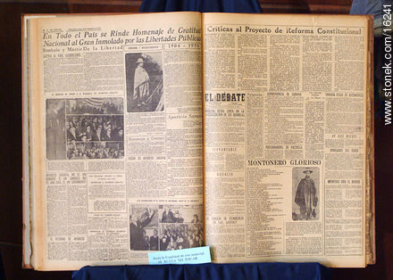 Old newspapers - Photos during the Heritage day (2004) - Department and city of Montevideo - URUGUAY. Image #16241